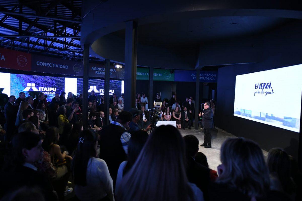 ITAIPU INAUGURÓ SU STAND EN LA EXPO 2019 CON ANUNCIO DE NUEVOS EMPRENDIMIENTOS Y ENTREGA DE APORTE A JÓVENES DE OMAPA